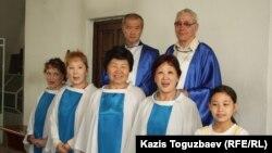 Певчие при Католическом Кафедральном соборе Пресвятой Троицы. Алматы, 31 марта 2013 года.