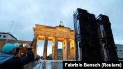 Инсталляция Манафа Халбуни в Берлине