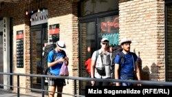 Туристы в Грузии (архивная фотография)