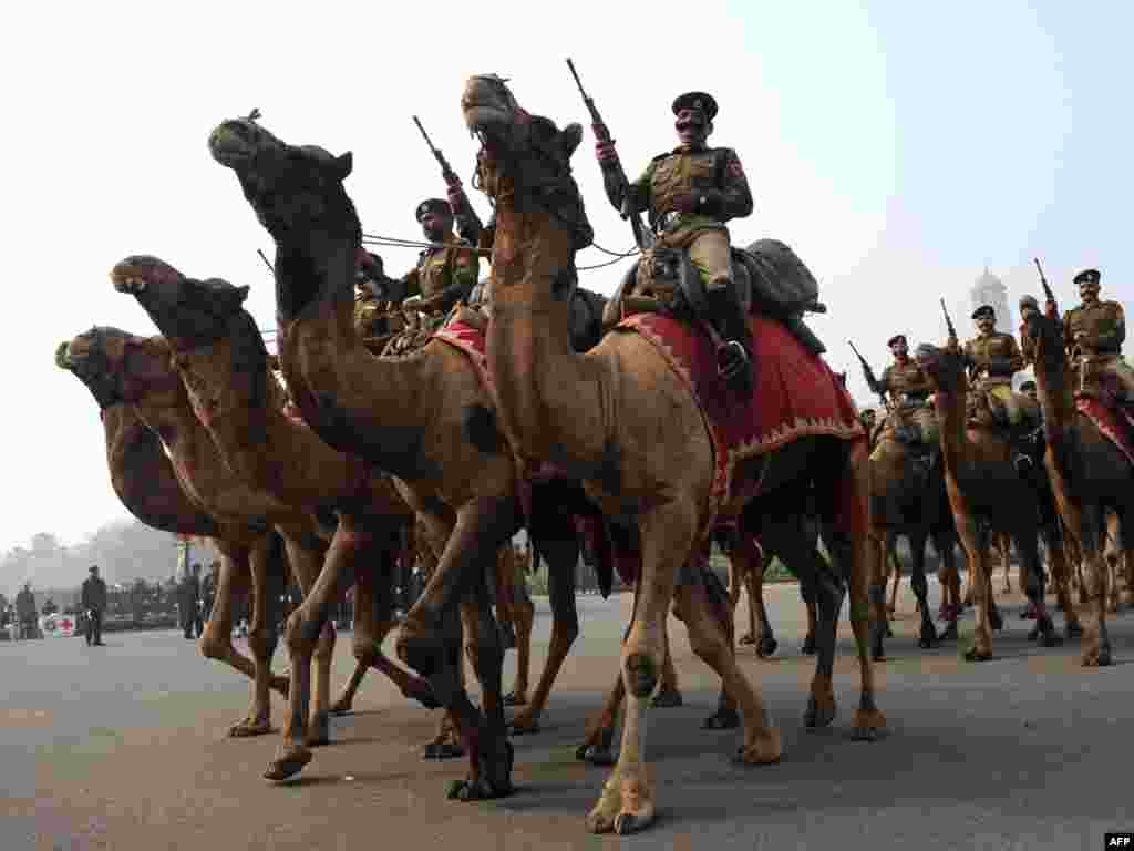 Індыйскія памежнікі на рэпэтыцыі параду, які мае адбыцца ў Дэлі на Дзень Незалежнасьці 26 студзеня.