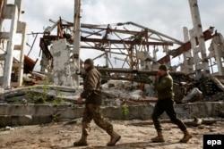 Украинские солдаты на базе, оборудованной на месте разрушенной шахты Бутовка под Донецком