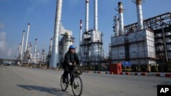 The United States plans to increase pressure on Iran's oil industry beginning in May.