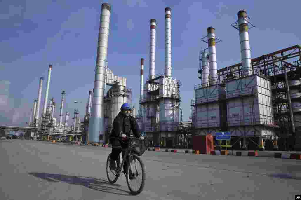 ИРАН - Иранските власти ги критикува Грција и Италија поради тоа што не купиле нафтата од нив и покрај дозволата од САД, без притоа да му понудат на Техеран објаснување.