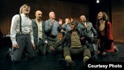 """МНТ - сцена од претставата """"Изгубени Германци"""""""