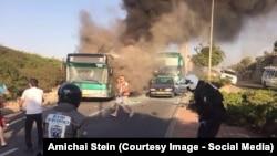 По данным Службы спасения Иерусалима, в результате взрыва загорелось два автобуса.