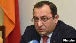 Armenia - Environment Minister Artsvik Minasian holds a press conference in Yerevan, 27Dec2016