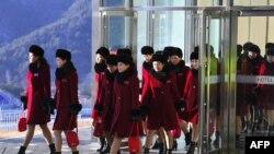 ჩრდილოეთ კორეელი გულშემატკივრები. სამხრეთ კორეა, პიონჩანი, 2018 წლის 7 თებერვალი