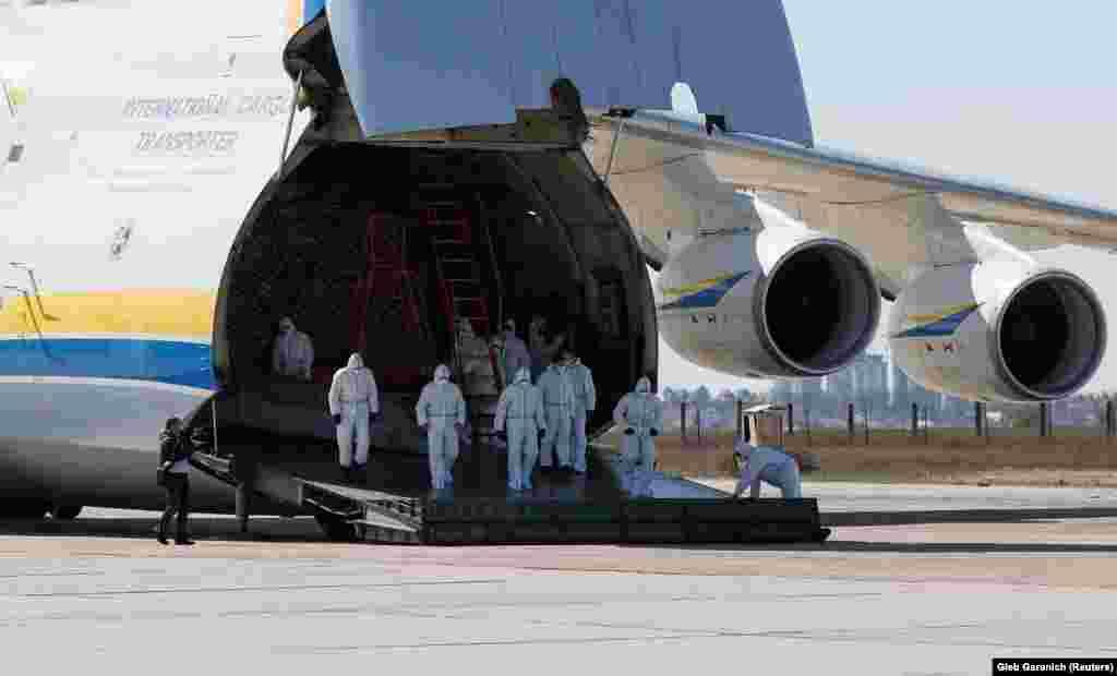 Після медичного огляду екіпаж відправиться на обсервацію