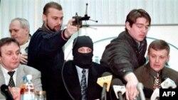 Александра Литвиненко (справа) и Михаила Трепашкина (слева), судя по опубликованному в Германии письму последнего, объединял интерес к делу о взрывах жилых домов в Москве