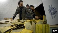 Отворање на гласачките кутии во Италија.