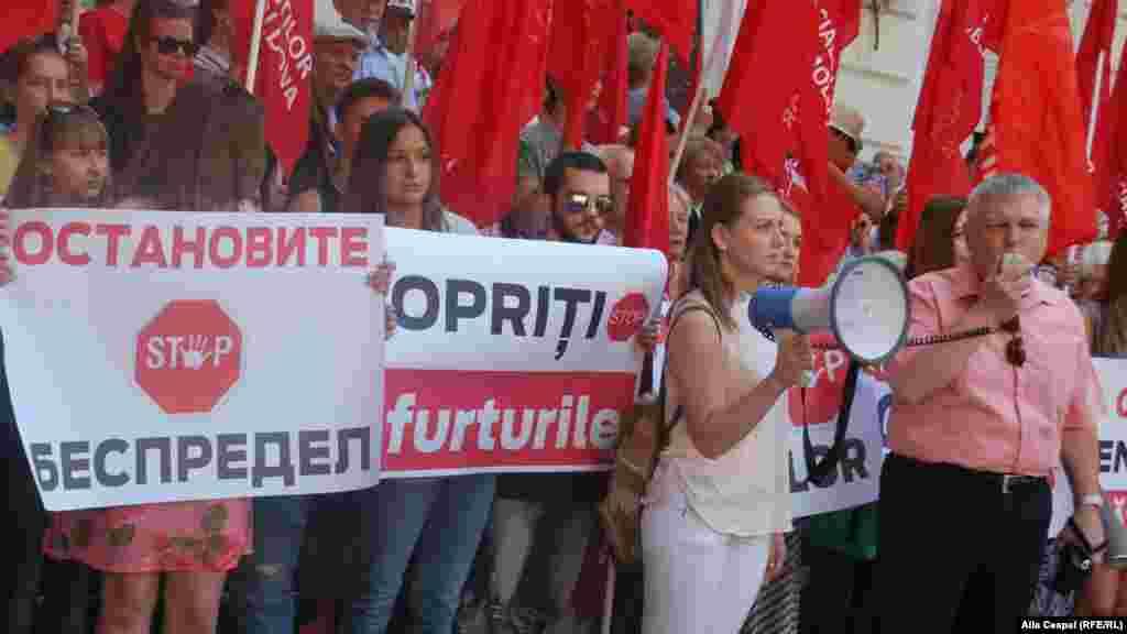 Акция протеста в Кишиневе против повышения тарифов на электроэнергию и газ