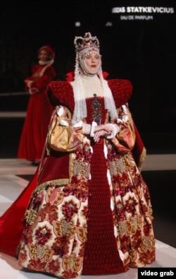 Платье от литовского модельера Юозаса Статкявичуса