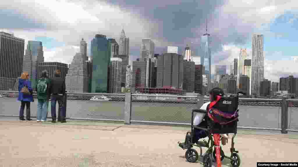 Он живет в отдаленном селе и раньше с трудом добирался на инвалидной коляске по разбитым дорогам до школы.