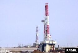 Ақтөбе облысындағы мұнай кеніші. Көрнекі сурет