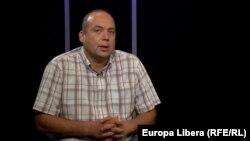 Corneliu Ciurea în studioul Europei Libere la Chișinpu