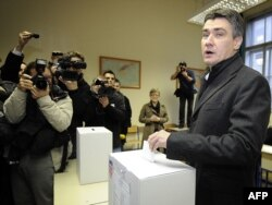 Zoran Milanović na glasanju u Zagrebu, 4. prosinac 2011.