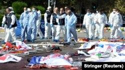 Жарылыс орнында жүрген мамандар. Түркия, Анкара, 10 қазан 2015 жыл.