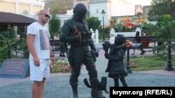 Памятник «Вежливые люди» в Симферополе