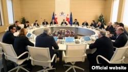 Основной темой сегодняшнего заседания правительства, как и ожидалось, стало рассмотрение пакета мер, направленных на стабилизацию национальной валюты – лари