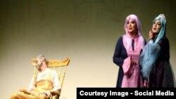 Teatrdan bir səhnə.