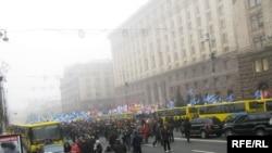 Архівна фотографія. Демонстрація лікарів та учителів у лютому у Києві.