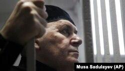 Чеченский правозащитник Оюб Титиев во время судебного процесса над ним, 18 марта 2019 года