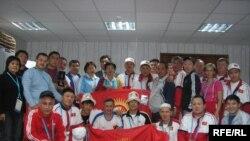 Кыргыз спортчулар тобу. Архивден.