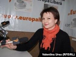 Iulia Bordeianu în studioul Europei Libere la Chișinău