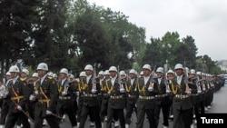 Azərbaycan silahlı qüvvələrinin paradı (arxiv fotosu)