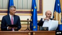 Nënshkrimi i marrëveshjes PDK-LDK.