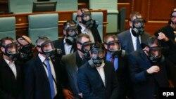 Kuvendi i Kosovës; një prej seancave me gaz lotësjellës