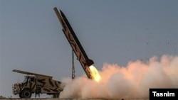 پرتاب موشک در یکی از رزمایشهای سپاه در اسفند ۹۵