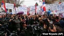 Goran Rakiq, kryetar i Mitrovicës Veriore, duke iu adresuar protestuesve më 27 nëntor.