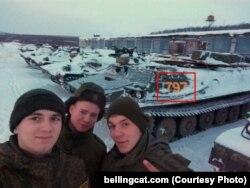Російські військові люблять викладати свої селфі на тлі техніки