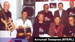 """""""Гүлдесте"""" тобу, 2014-жыл. Азат Элебесов биринчи катарда оң жактан экинчи."""