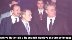 Preşedintele rus Vladimir Putin la Chişinău, întampinat de preşedintele Petru Lucinschi