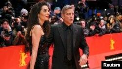 Amal Clooney və əri George Clooney 66-cı Berlinale Beynəlxalq Film Festivalında (Berlin), 11Feb2016