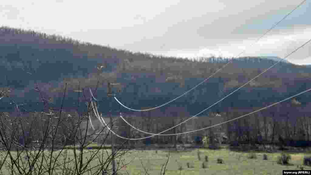 І тільки вітер гуде у проводах над Качинською долиною