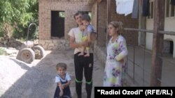 Гулмурод Гоибзод со своей семьей