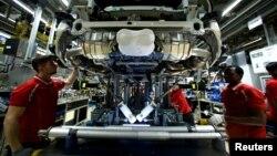 Илустрација: Работници во автомобилска индустрија во Германија
