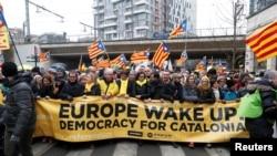 Kataloniya lideri Carles Puigdemont Brüsseldə keçirilən müstəqillik aksiyasında, 7 dekabr, 2017-ci il