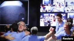 """""""მარსის სამეცნიერო ლაბორატორიის"""" პროექტის თანამშრომლები წითელ პლანეტაზე """"კიურიოსიტის"""" წარმატებულ დაშვებას ზეიმობენ"""