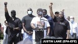 «Я пишаюся протестами, проте не пишаюся руйнуваннями», – сказав Терренс Флойд (в центрі)