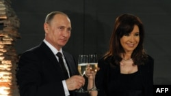 Russian President Vladimir Putin and Argentinian President Cristina Kirchner launched a Spanish-language RT channel in 2014.
