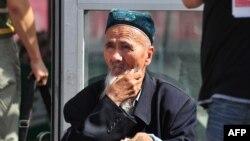 Hytaýyň Sinjang sebitinde ýaşaýan etniki uýgur ýaşulusy