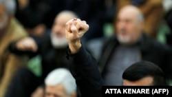 Житель Тегерана во время пятничной молитвы в дни антиправительственных протестов в январе 2018