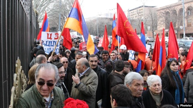 Armenia - Members of the Armenian Revolutionary Federation and the Armenian National Congress demonstrate outside the parliament building in Yerevan, 28Feb2012.