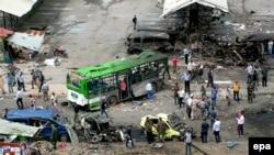 Последствия взрыва на автобусной остановке в городе Джабле между Латакией и Тартусом