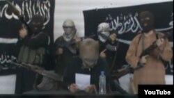 """""""Халифат сарбаздары"""" деген атпен танылған ұйымның интернетте пайда болған видео үндеуінен жасалған скриншот."""
