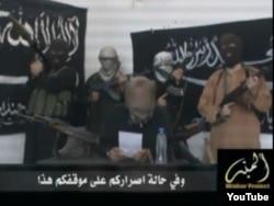 Боевики группировки «Джунд аль-Халифат» («Солдаты Халифата») читают заявление с угрозами в адрес правительства Казахстана. Кадр с видео, размещенного на сайте «Ютуб».